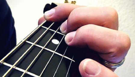 Best Electric Guitar for Short Fingers